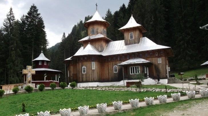 manastirea_sihastria_raraului