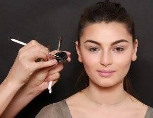 Cum poti folosi eyeliner-ul