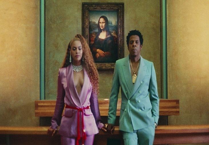 De la Gucci la Beyonce – cum a fost cucerită moda de costumul roz