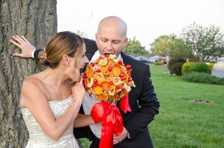Ce nebunie! Miresele își aleg buchet de pizza în ziua nunții