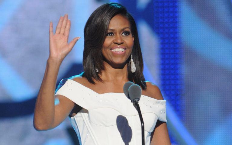Michelle Obama a revenit la părul ei natural și arată fantastic