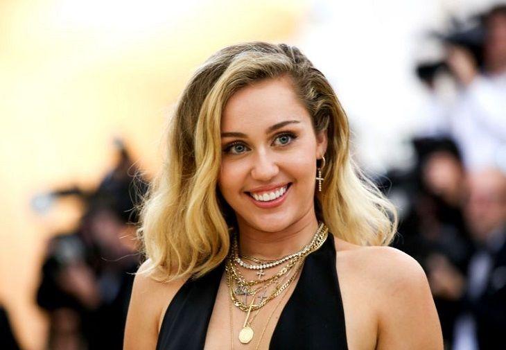 Black Mirror sezonul cinci tocmai a fost confirmat de Miley Cyrus