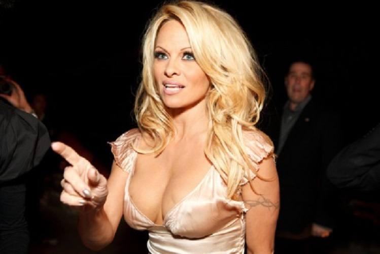 Pamela Anderson: Bărbații care se uită la filme porno sunt cei mai jalnici amanți
