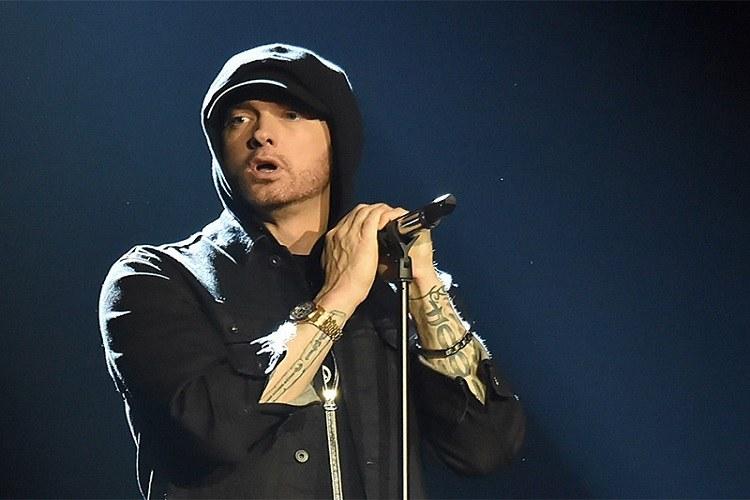 Eminem este în doliu. Tatăl rapperului a murit