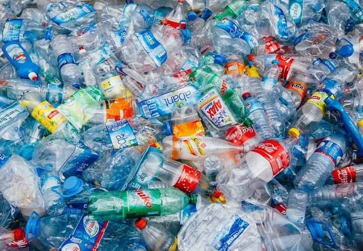 RECORD: cumpărăm un milion de sticle de plastic pe minut – 91% din ele nu sunt reciclate