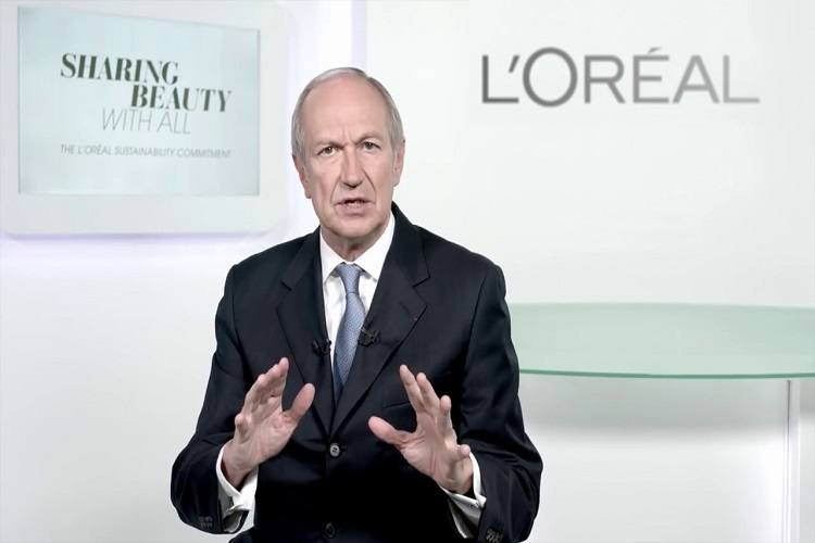 """Șeful L'Oréal, criticat după o declarație controversată: """"Poluarea e bună pentru afaceri"""""""
