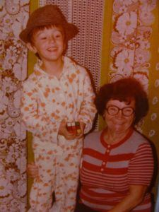 calin geambasu in copilarie cu bunica -mama lui
