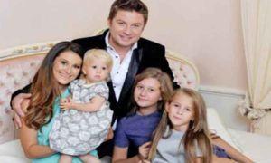 Pavel-Bartos si familia lui
