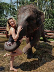 lora si elefantul