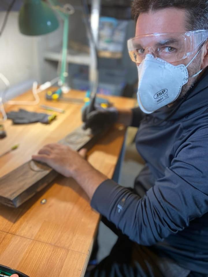 alex dima lucreaza in lemn